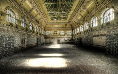 book-review-the-ballroom_www.lisasnotebook.com