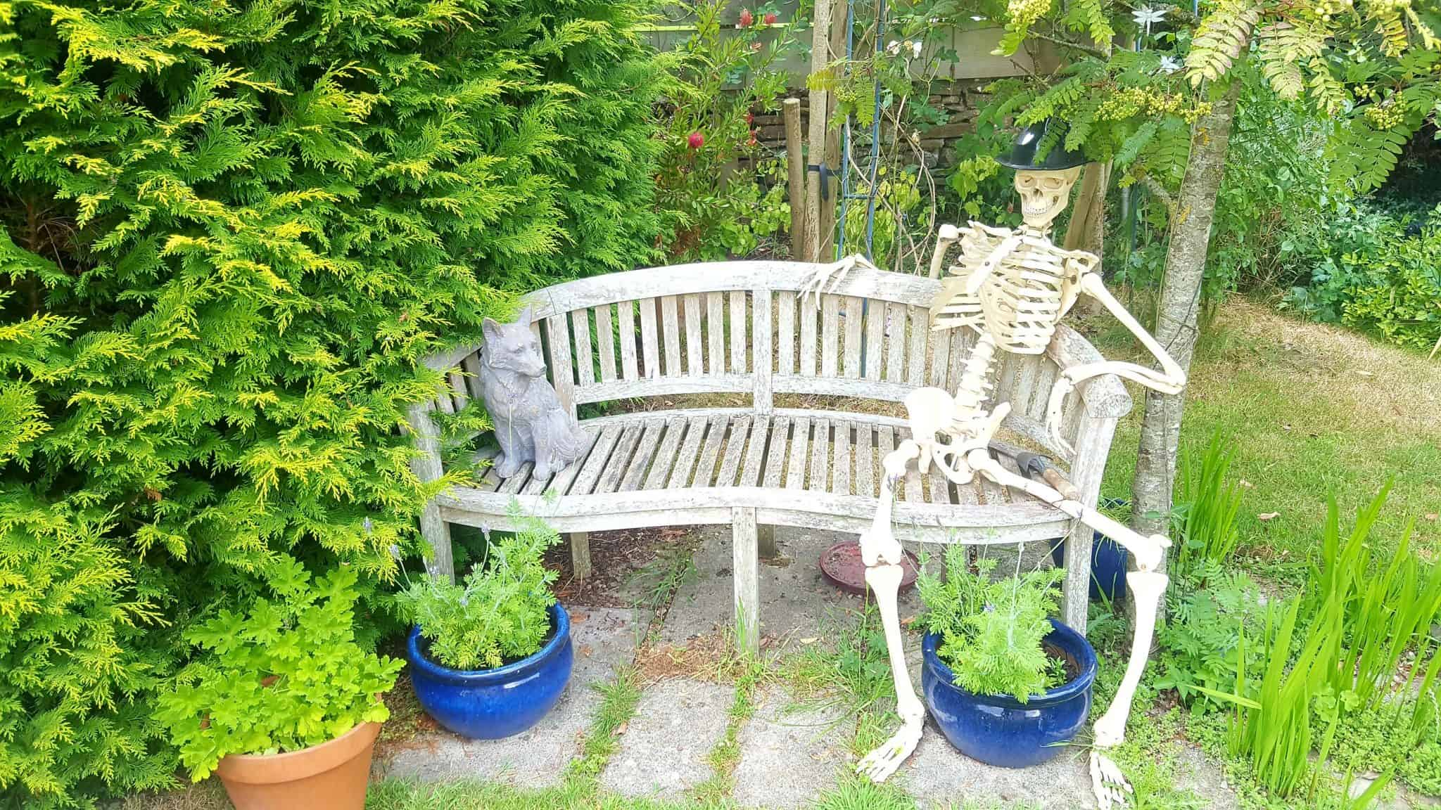 six-tips-for-styling-your-garden-this-summer_www.lisasnotebook.com